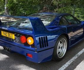 Ferrari F40 com linha directa de escape